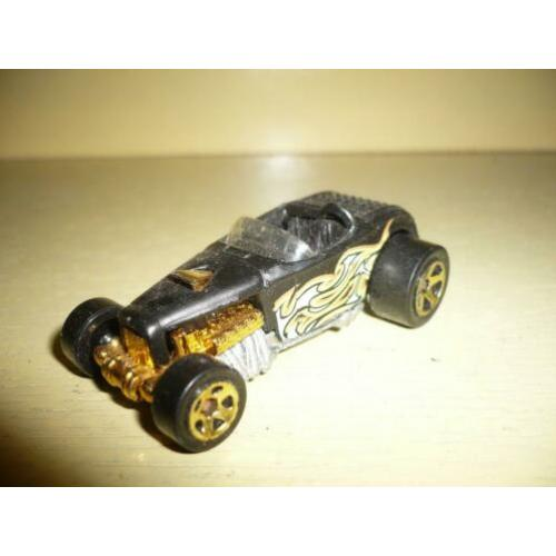 Mie18> oude hot wheel road ster deuce
